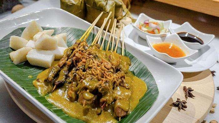 Promo Indonesian street food    taste of Minangkabau    menyajikan jajanan khas ranah Minang di The Margo Hotel