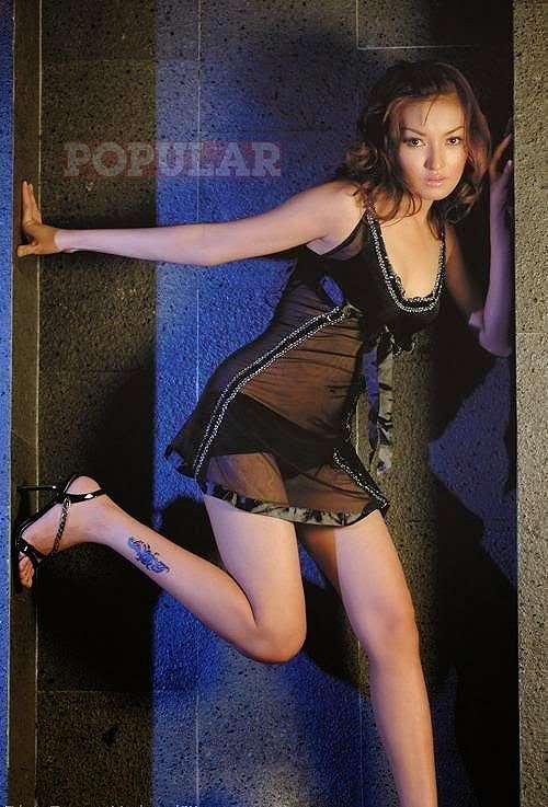 Foto Model Seksi Eline Santie In Black Lingerie
