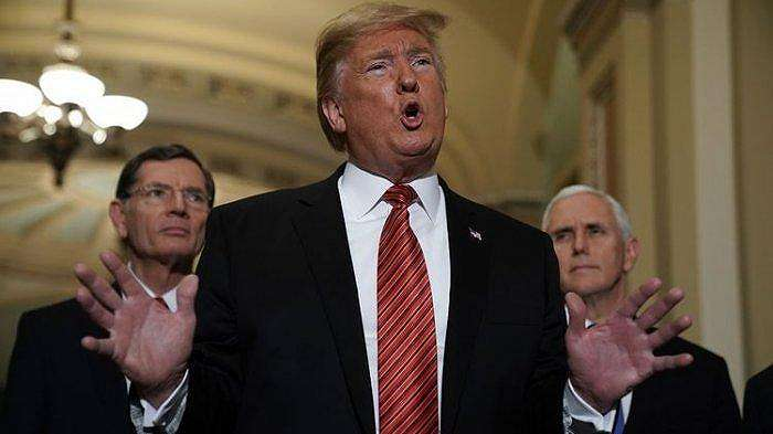 Presiden Amerika Serikat Donald Trump memberikan keterangan kepada media setelah pertemuan dengan anggota Senat dari Partai Republik di Washington pada 9 Januari 2019