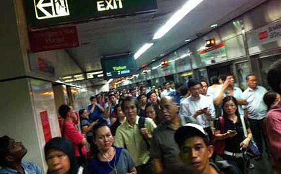 ILUSTRASI MRT - Suasana di terowongan antara Ang Mo Kio hingga Marina saat MRT Mogok