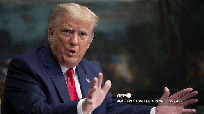 Presiden AS Donald Trump berbicara kepada wartawan setelah berpartisipasi dalam telekonferensi Thanksgiving dengan anggota Militer Amerika Serikat, di Gedung Putih di Washington, DC, pada 26 November 2020.