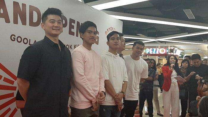 Gibran Rakabuming, Kaesang Pangarep, Chef Arnold saat ditemui di opening Goola dan Mangkok Ku di Mall Kota Kasablanka, Jakarta Selatan, Senin (21/10/2019).