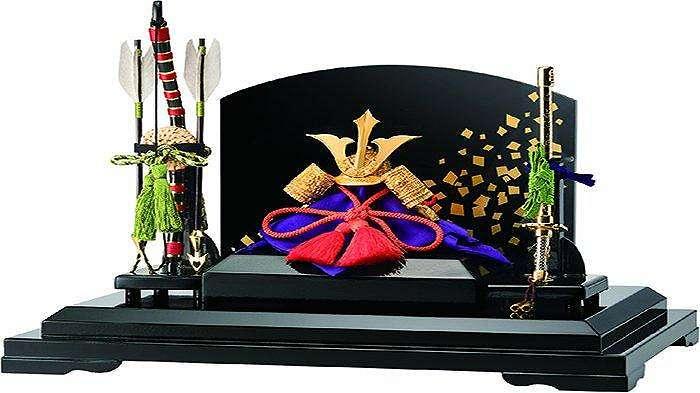 Hiasan Ken Kuwagata dengan harga 680.000 yen buatan Ginza Tanaka.