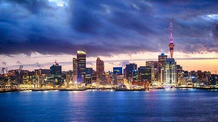 Kota Auckland, Selandia Baru saat malam hari.