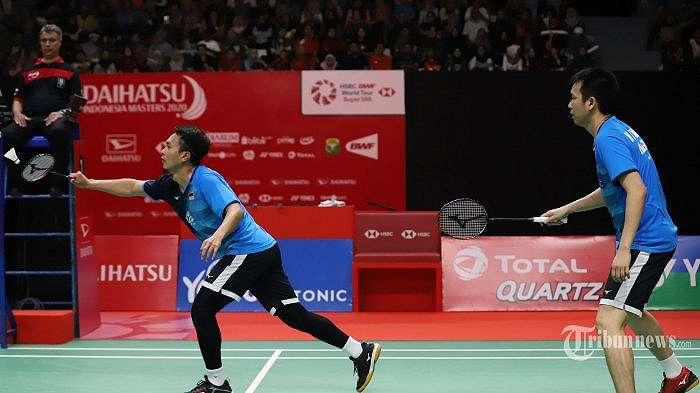 Pasangan ganda putra Mohammad Ahsan dan Hendra Setiawan saat melawan pasangan Taiwan Lee Yang dan Wang Chi Lin pada perempat final Indonesia Masters 2020 di Istora Senayan, Jakarta Pusat, Jumat (18/1/2020). Pasangan Hendra dan Ahsan melaju mulus ke semifinal setelah menang dengan skor 9-21, 21-15, dan 21-19. Tribunnews/Jeprima