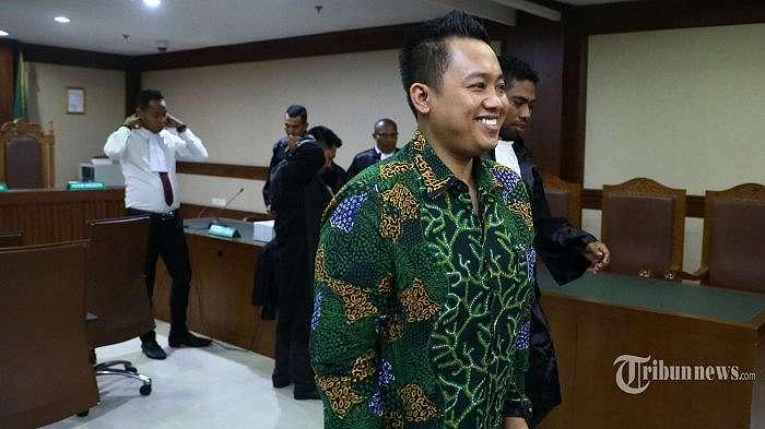Terdakwa tindak pidana kasus dugaan suap penyaluran pembiayaan dana hibah Kemempora kepada KONI Miftahul Ulum menjalani sidang dakwaan di Pengadilan Tipikor, Jakarta, Kamis (30/1/2020). Mantan asisten pribadi Menpora Imam Nahrawi tersebut didakwa menerima hadiah berupa uang Rp 11,5 miliar dari Sekjen dan Bendahara Umum KONI untuk mempercepat proses perpencairan bantuan dana hibah 2018. TRIBUNNEWS/IRWAN RISMAWAN