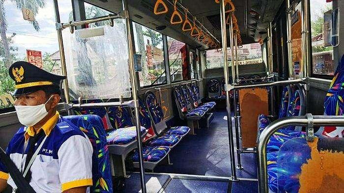 Tampilan kabin armada 'Teman Bus' Trans Musi Jaya yang resmi beroperasi di Kota Palembang, Selasa, 2 Juni 2020.