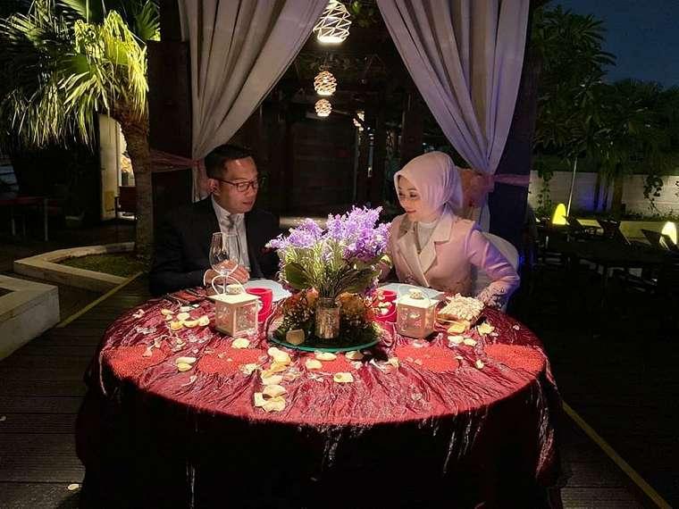 Momen makan malam Ridwan Kamil dan istri Instagram