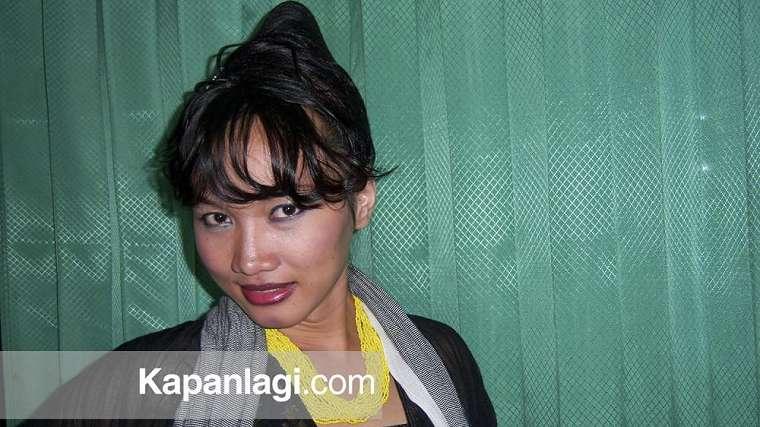 Potret lawas Lucinta Luna saat bekerja di salon kapanlagi.com