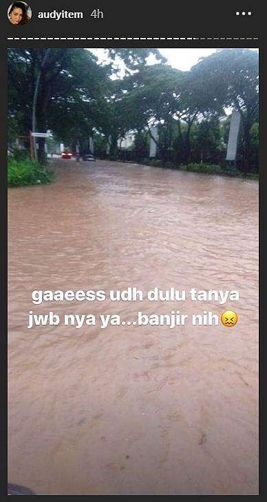 hujan deras jakarta seleb banjir © 2020
