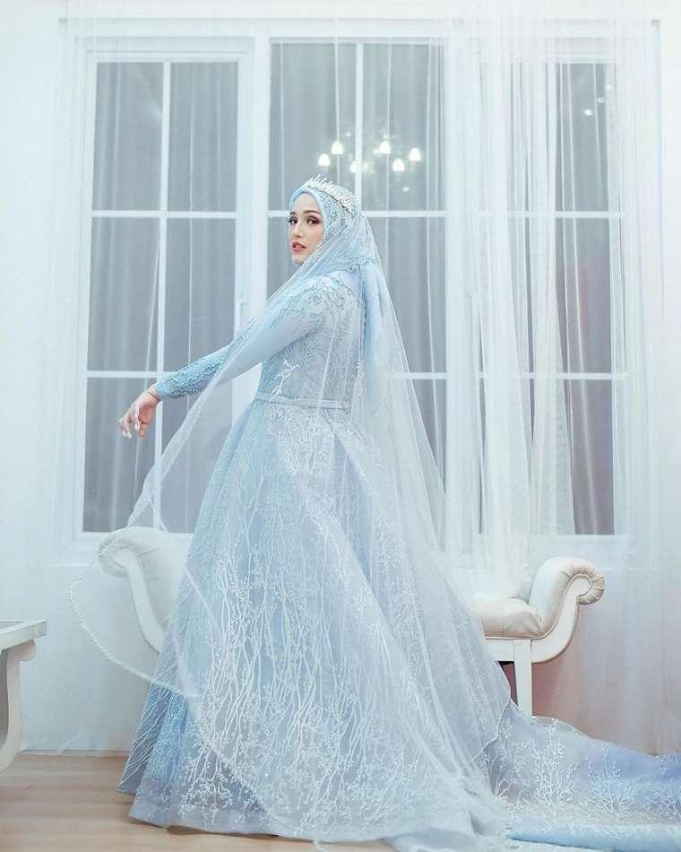 adelia pasha bagai princess elsa Instagram