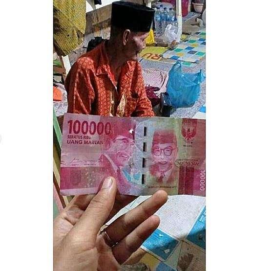 kakek penjual gado-gado tertipu uang mainan Berbagai sumber