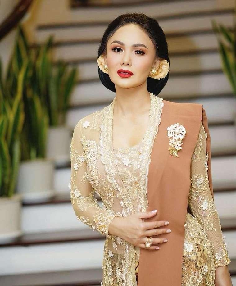Gaya Yuni Shara kondangan Aurel    2021