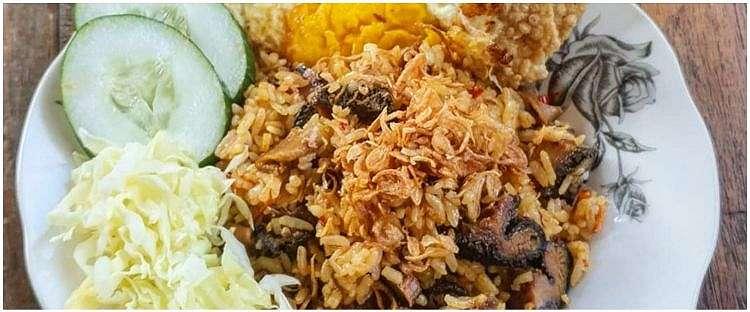 9 Nasi goreng khas berbagai daerah & perbedaannya, bumbunya juara