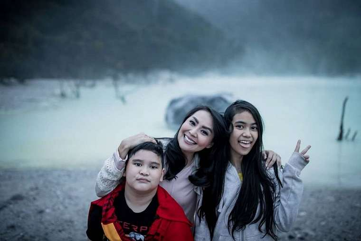 Tessa Kaunang dan putrinya instagram