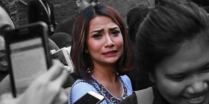 Hamil 7 Bulan, Muncikari Vanessa Angel Nangis-nangis Depresi.