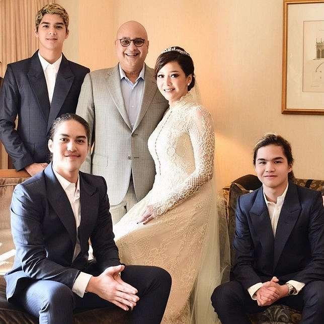 Maia Estianty bersama suami dan ketiga putranya © instagram.com/maiaestiantyreal