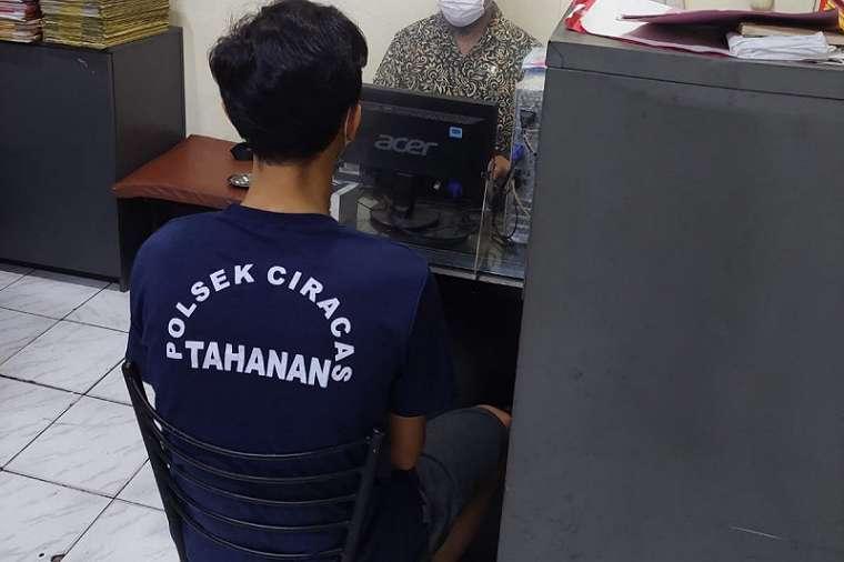 Pemuda Menenteng Celurit di Pinggir Jalan, Sukurin