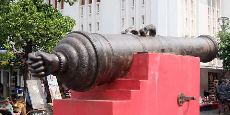 Meriam si Jagur ya g berada di halaman depan Museum Sejatah Jakarta.(Silvita Agmasari)