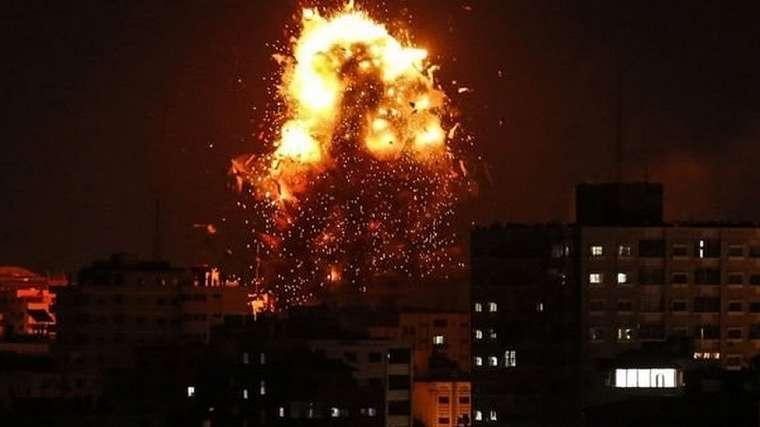 Gempuran udara Israel menyasar ke studio stasiun televisi kelompok Hamas, Al-Aqsa.