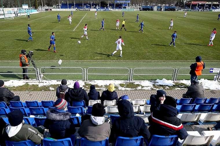 Pertandingan bola masih berlangsung di Belarus.