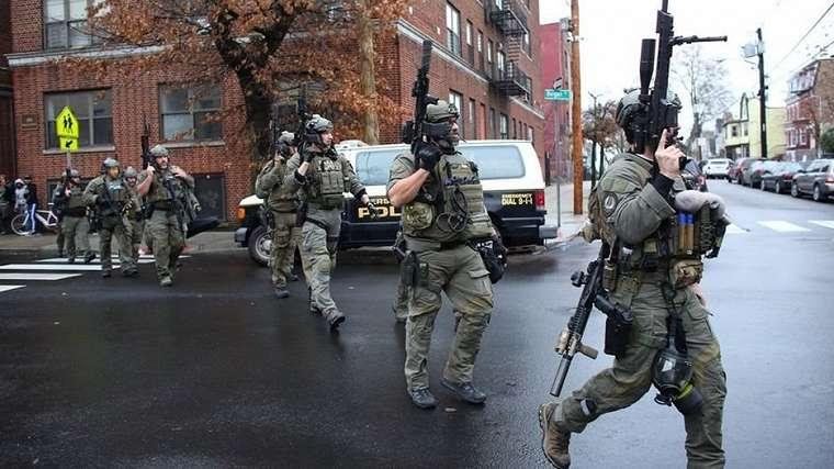 Polisi terlibat baku tembak dengan dua orang terduga pelaku penembakan selama lebih dari satu jam