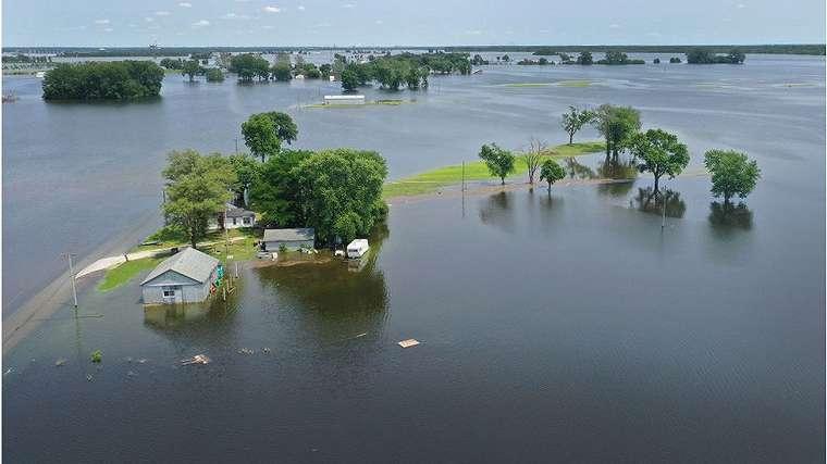 Banjir dari sungai Mississippi mengurung rumah di kawasan Missouri