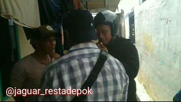 Penangkapan diduga pelaku pemalakan sejumlah supir angkot di Depok, Jawa Barat, Minggu (12/1/2020)