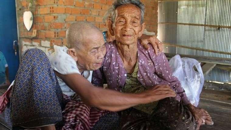 Dua kakak beradik di Kamboja, usia 98 dan 101 tahun dipersatukan kembali untuk pertamakalinya setelah 47 tahun berpisah.