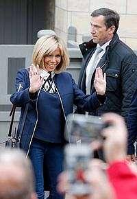Foto: Gaya Brigitte Trogneux, Istri Presiden Prancis yang Viral