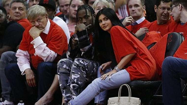 Move On dari Tyga, Kylie Jenner Gandeng Pacar Baru
