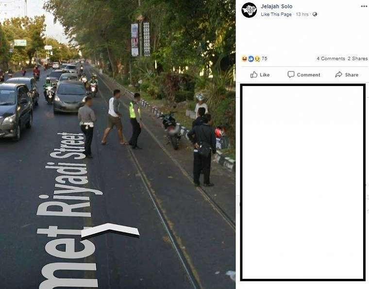 Penampakan orang terpeleset rel di jalan pada Google Street View 6. (Facebook/ Jelajah Solo)
