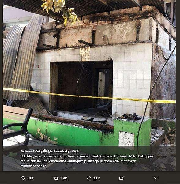 Warung pak Mail ludes dan hancur setelah terjadi kericuhan di demo 22 Mei 2019. (Twitter/ achmadzaky)