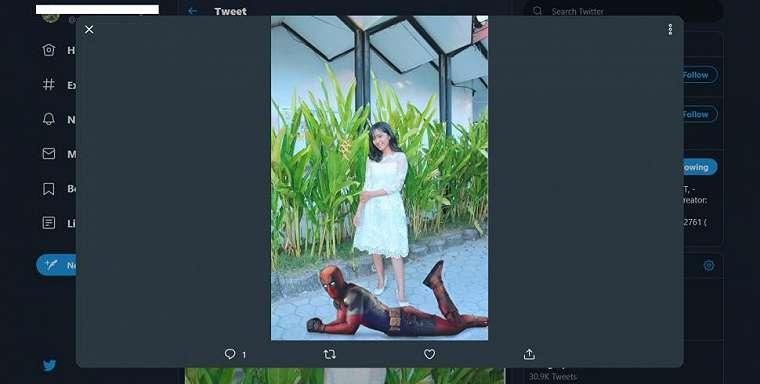 Gadis cantik minta edit foto. (twitter/onieronny)