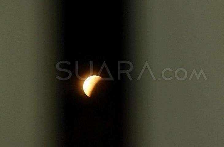 Gerhana bulan. (Arief Hermawan P)
