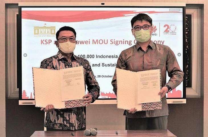 Huawei bersama dengan Dr. Moeldoko Kepala Staf Kepresidenan. (Huawei)