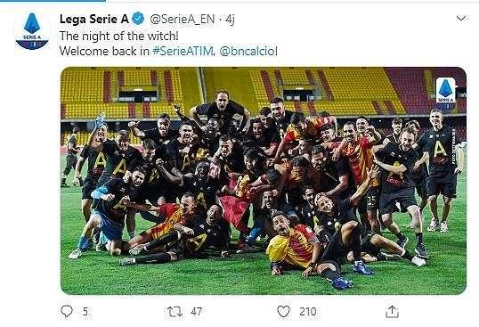 Benevento merayakan promosinya tim tersebut ke Serie A. (Screenshot Twitter @SerieA_EN)