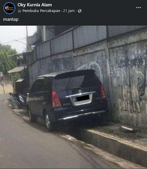 Lokasi parkir Toyota Innova bikin penasaran. (Facebook)