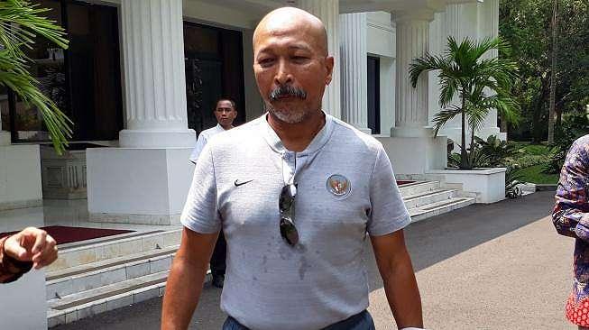 Fakhri Husaini setelah mendampingi Timnas Indonesia U-16 diterima oleh Presiden Joko Widodo di Istana Merdeka, Jakarta, Kamis (4/10/2018). [Suara.com / Dwi BOWO RAHARJO]