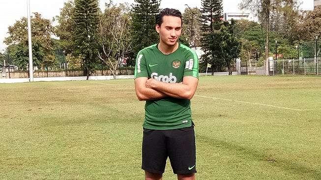 Ezra Walian usai mengikuti latihan dengan timnas Indonesia U-23 di Lapangan ABC, Senayan, Jakarta, Kamis (13/3/2019).(Adie Prasetyo)