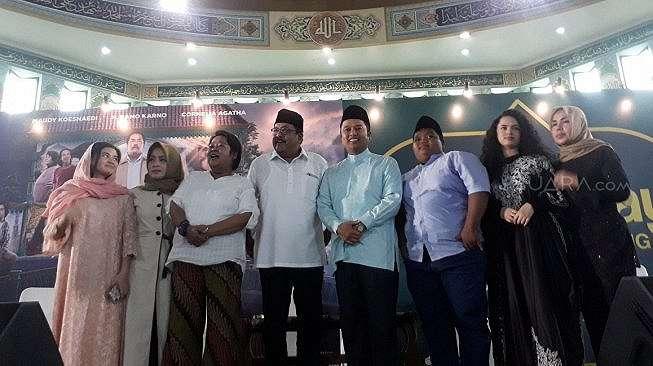 Keluarga Si Doel buka bareng dengan masyarakat Tangerang, Selasa (21/5/2019). [Sumarni/Suara.com]