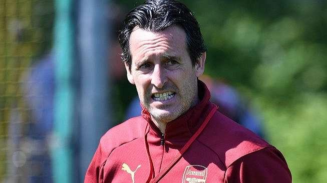 Pelatih Arsenal, Unai Emery memimpin sesi latihan timnya jelang laga final Liga Europa 2018/19 kontra Chelsea. [OLLY GREENWOOD / AFP]