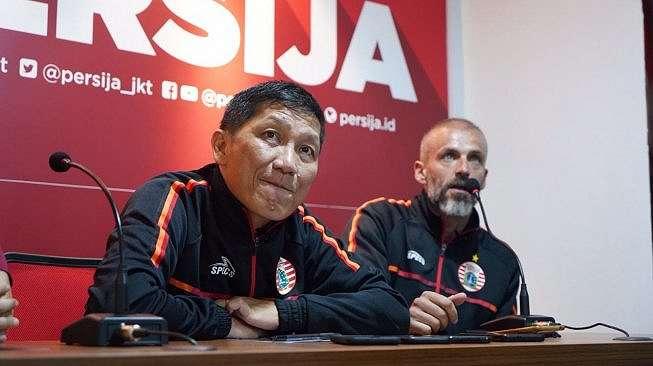 CEO Persija Jakarta, Ferry Paulus (kiri) dan Eduardo Perez (kanan) selaku Direktur Akademi Persija dalam jumpa pers terkait launching Persija Development Center. [Suara.com / Adie PRASETYO N]