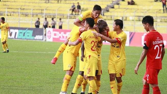 Selebrasi pemain Bhayangkara FC usai membobol gawang Semen Padang (dok. Bhayangkara FC).