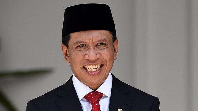 Menteri Pemuda dan Olah Raga Zainudin Amali bersiap mengikuti foto bersama seusai pelantikan menteri Kabinet Indonesia Maju di Beranda Halaman Istana Merdeka, Jakarta, Rabu (23/10/2019). ANTARA FOTO/Wahyu Putro