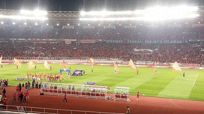 Suasana pertandingan Persija Jakarta vs Persipura Jayapura di Stadion Utama Gelora Bandung Karno (SUGBK), Senayan, Jakarta, Kamis (28/11/2019). (suara.com/Adie Prasetyo Nugraha)