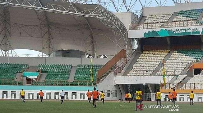 Pemain seleksi tim nasional U-19 Indonesia menjalani pertandingan internal di Stadion Wibawa Mukti, Cikarang Timur, Jawa Barat, Selasa (14/1/2020). (Michael Siahaan)