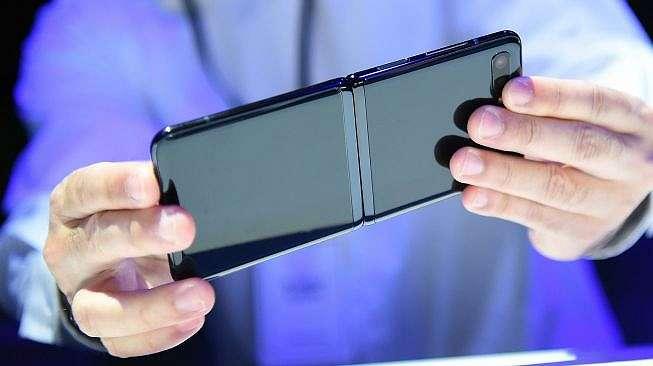 Samsung Galaxy Z Flip diluncurka di San Francisco, Amerika Serikat, Selasa (11/2/2020). [AFP/Josh Edelson]