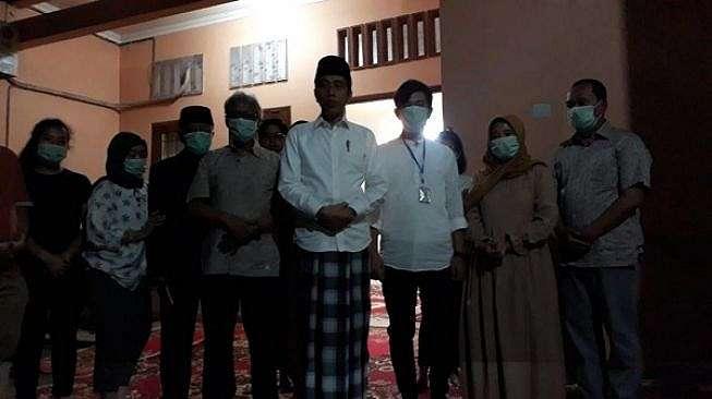 Presiden Jokowi dan keluarga menggelar jumpa pers terkait meninggalnya sang ibu, Rabu (25/3/2020) di Solo. [Solopos/Nicolous Irawan]