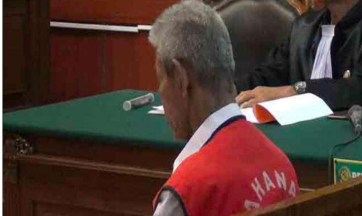 Tak Tahu Malu, Kakek Cabul Ini Tidur Nyenyak Saat Hakim Sedang Bacakan Vonisnya